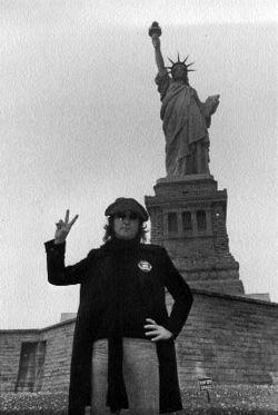 John_Lennon1statueofliberty